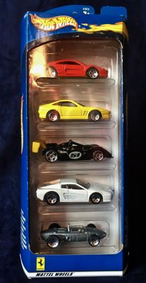 Hot Wheels - Scale 1/64 - Lot with 40 Ferrari models