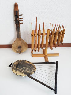 LOT: 3 native Instruments - Angklung + 2 different African string instruments