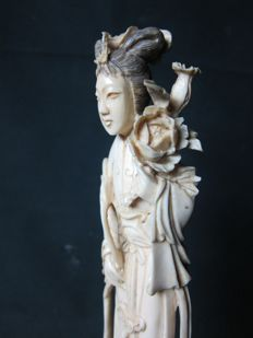 Ivory statue of the immortal He Xiangu - China - approx. 1925