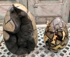 "Septarian eggs one with ""lid"" and one with orange Calcite - 23 and 17 cm - 10.43 kg (2)"