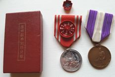 Antique Japanese First National Census Memorial Medal badge Order +Japanese Red Cross Special Male Member Medal Badge + box