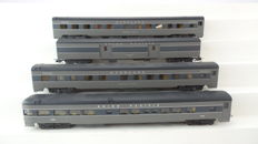 Rivarossi H0 - 2764/2642/2766/5608 - Four carriages of the Northern Pacific/Union Pacific Railroad including amongst others a baggage carriage