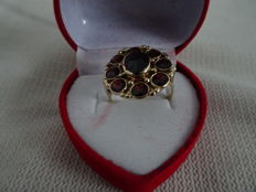 Lovely 14 karat gold ring with 8 garnet stones