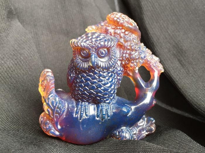 Deep Blue Amber carved fluorescent owl figure, one piece carving, 35.6 grams weight