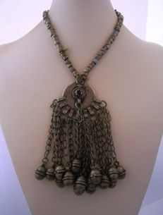 Rare heavy silver Rashaida tribe / Saudi Arabian necklace with button clasp - ca. 1940