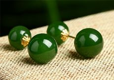 18 kt gold jade earrings 2.6 Grams total weight Size 2 cm length,jade size:7-8 mm