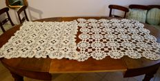 Dentelle, lot of two crocheted table cloths / mats