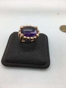 Ring in 18 kt gold with natural cabochon cut amethyst