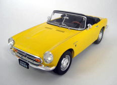 Triple 9 - Schaal 1/18 - Honda S800 Yellow 1966/70
