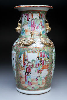 A large Cantonese Rose Medallion vase - China -  19th century