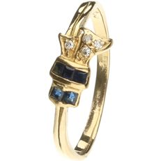 18 kt Yellow gold ring set with sapphire and brilliant cut diamonds of approx. 0.04 ct in total - ring size: 18.25 mm