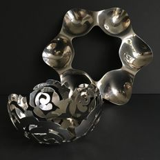 """Tom Kovac and Emma Silvestris voor Alessi - """"Superstar"""" appetizer tray and """"La Rosa"""" fruit bowl"""