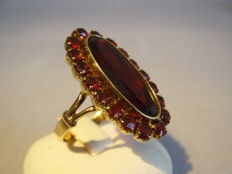 Antique gold ring with large faceted garnet and garnet entourage totalling 20 ct