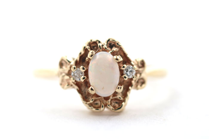 Antique brilliant ring made of 18 kt / 750 yellow gold with opal and 2 brilliants 0.03 ct si w - size 53 (EU)