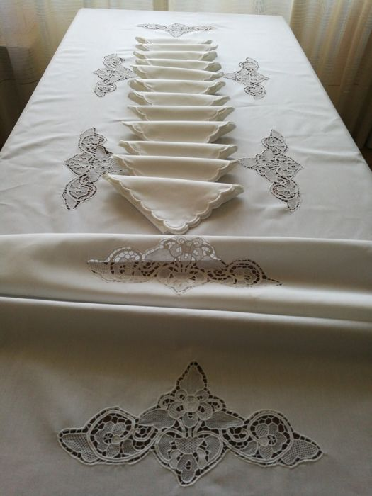 Italian Craftsmanship. Mix Linen Tablecloth With Applications In Burano  With 12 Napkins. 270 X 170 Cm.