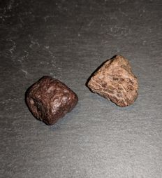NWA stone Meteorite set showing fusion crust and chondrules - 18 g (2)