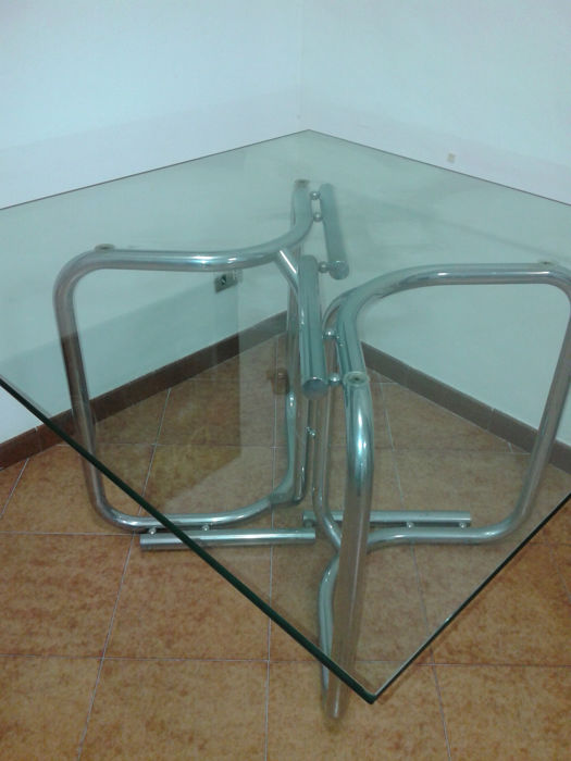 Table in glass and metal - tubular structure and square glass top - ca. 1970 Vintage design