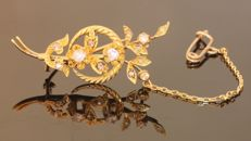 Victorian Dutch yellow gold flower branch brooch with diamonds