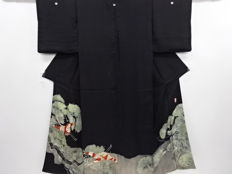 Silk kuro-tomesode kimono with exquisite embroidery decoration of pines and cranes patterns - Japan - Mid 20th century