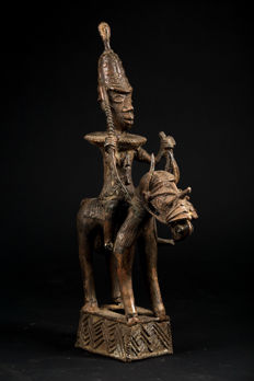 An Oba and his horse - Nigeria - BINI EDO - Bronze crafted following the cire perdue (lost wax) method