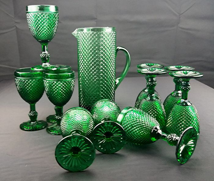 Jeanette Glass, diamond - Set of eleven chalices + carafe in dark green glass with diamonds