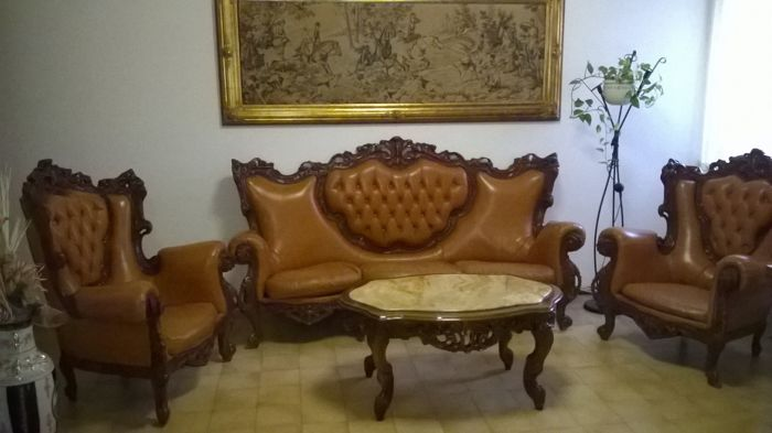 Divani In Legno E Pelle.Vintage Lounge Three Seater Sofa And Two Armchairs And Catawiki