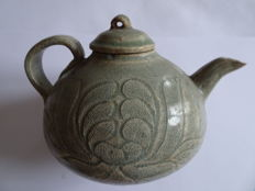 A green celadon teapot with flower decoration and cover - 125 X 105
