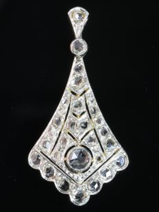 Art Deco gold pendant with 29 rose cut diamonds, circa 1920