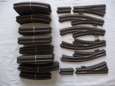Märklin H0 - Rail oval 236 x 92 cm with double track and sidetrack, 66 pieces with 6 switches