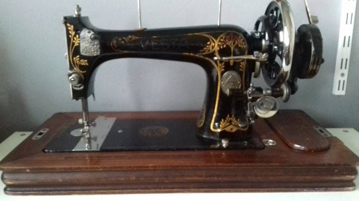 Vesta manual sewing machine with a cover and key, bottom left
