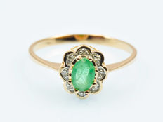 14 kt gold.  Ring.  Emerald 0.44 ct. 0.04 ct diamond. Size: 56 (diameter 17.8 mm).