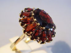 Antique 14 kt large gold ring with faceted Bohemian garnets totalling 9 ct