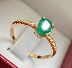 New 'made in Spain' ring in 18 kt yellow gold with central natural emerald, oval cut, 1.18 ct