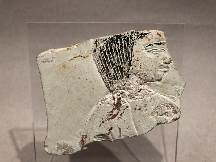 Ancient Egyptian Stone Fragment with the Bust of a Man in extremely fine relief. - 7×8 cm