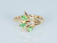 14 kt gold.  Ring with emeralds. Size: 56 (diameter 17.8 mm)