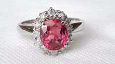 Impressive ring in 18 kt white gold with a bright red ruby for 2.40 ct and diamonds for 0.24 ct ***No Reserve***
