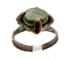 Medieval Viking Era Bronze Ring with Green Stone - Wearable - 18 mm