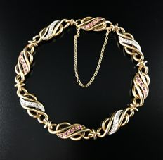 Old link chain bracelet in 18 kt gold and platinum, twisted links decorated with rubies and diamonds