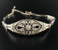 Sumptuous Art Nouveau bracelet in 18 kt white gold and platinum, entirely paved with diamonds (total 1.5 ct)