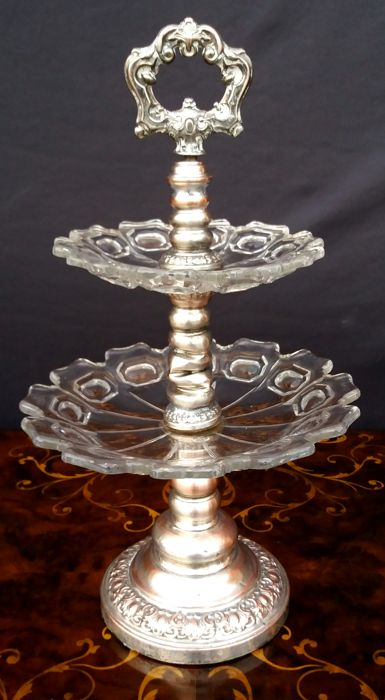 Two storey cake stand i silver plated metal and gorgeous hand carved crystal