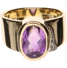 14 kt yellow gold ring set with amethyst and 4 brilliant cut diamonds of in total approx. 0.02 ct - ring size: 18.25 mm
