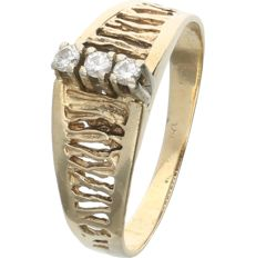 14 kt – Yellow gold ring set with 3 round brilliant cut diamonds of 0.09 ct in a white gold setting - Ring size: 17 mm