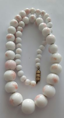 Antique Angel skin coral necklace from 1940