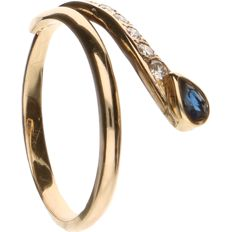 18 kt Yellow gold ring set with sapphire and 5 round, brilliant cut diamonds, approx. 0.09 ct in total - Ring size: 16 mm