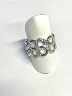 18 kt white gold ring, 10 g