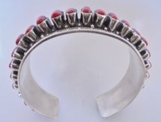 Beautiful Silver bracelet with inlaid Coral, grade 925