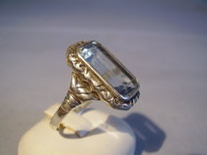 Art Deco ring with octagonal-faceted light blue spinel of 12 ct