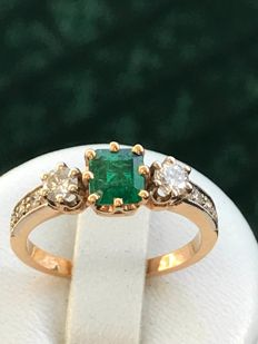 Antique ring in rose gold of 18 kt and platinum with pretty emerald and diamonds totalling 1.17 ct - size 53/17.14 mm, low reserve price