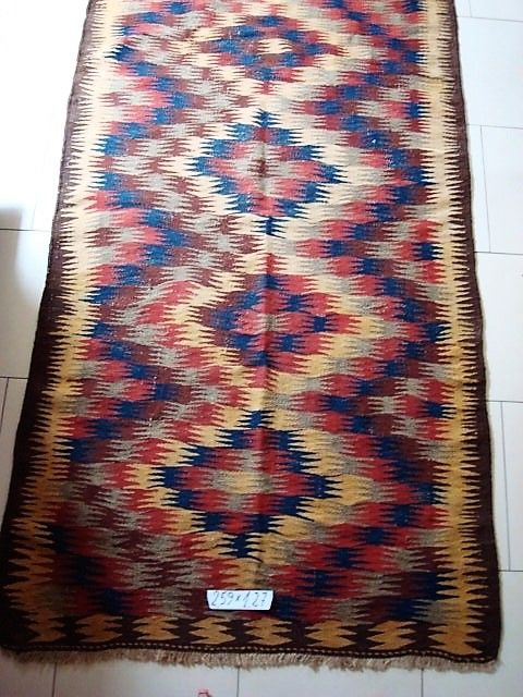 Hand-knotted Varam kilim - Measurements: 2.59 m x 1.27 m.