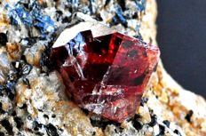 Intense red Zircon crystal on matrix - 5.3 X 5.2 X 3.3 cm - 115 gm